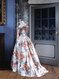 """LA ROBE DE L'IMPÉRATRICE EUGÉNIE, 1855. recreated entirely in paper by Belgian artist and sculptor Isabelle de Borchgrave from her large scale installation entitled """"Prêt-à-Papier: The Exquisite Art of Isabelle de Borchgrave"""" at the Hillwood Estate Museum and Gardens in Washington."""