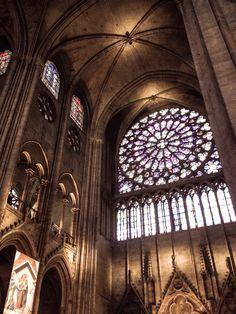 Interior de la Catedral de Notre Dame (Paris - France)