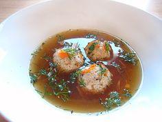 Tradiční židovská Matzoh Ball Soup. Na Pesach ani Velikonoce mě příliš neužije, tahle polévka mě spí | Veganotic