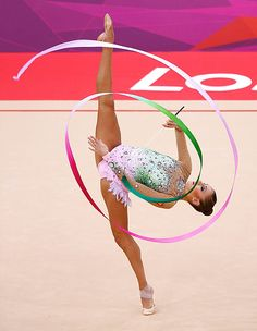 A must watch performance by Evgenia Kanaeva (London 2012 Gold medalist) Sport Gymnastics, Rhythmic Gymnastics, 2012 Summer Olympics, Colour Pallette, Summer Dream, World Of Sports, Just Dance, Blurred Lines, Souffle