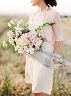 Pastel Bridal Bouquet Inspiration   Wedding Sparrow   Mariel Hannah Photography