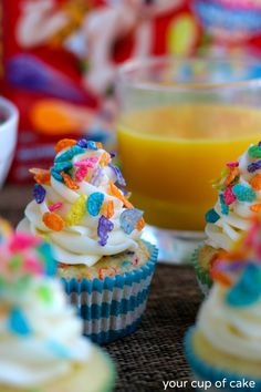 Fruity Pebble Confetti Cupcakes...cute idea for a kids party! Cupcake Flavors, Cupcake Recipes, Dessert Recipes, Confetti Cupcakes, Yummy Cupcakes, Just Desserts, Delicious Desserts, Yummy Food, Tasty