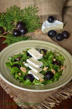 Salata cu camembert, rucola si struguri | CAIETUL CU RETETE