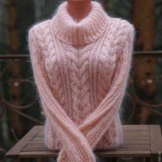 There doesn't seem to be an English pattern for this sweet, cable sweater but an experienced knitter could create something similar. The original was knit in soft, pink mohair. Love Knitting, Cable Knitting, Knitting Patterns Free, Knit Patterns, Hand Knitting, Crochet Woman, Knit Crochet, Pulls, Knit Dress