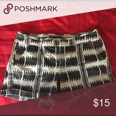 Black and White Print Shorts MIDI cotton Stretch Shorts with rolled pant legs. Great condition. Small back pockets. Very comfortable. American Eagle Outfitters Shorts Jean Shorts