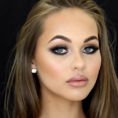 Make-up-Tutorial Smokey Double Winged Liner Make-up-Tutorial 😍😍 Von: . - Make-up-Tutorial Smokey Double Winged Liner Make-up-Tutorial 😍😍 Von: Dieses Bil - Beauty Make-up, Beauty Hacks, Beauty Tips, Beauty Ideas, Allure Beauty, Bridal Beauty, Prom Makeup Looks, Peachy Makeup Look, Simple Prom Makeup