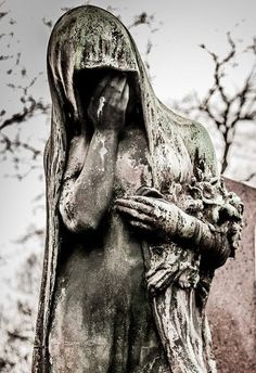 Père-Lachaise — Paris, France 15 Drop-Dead Gorgeous Cemeteries From Around The World Cemetery Angels, Cemetery Statues, Cemetery Headstones, Old Cemeteries, Cemetery Art, Graveyards, Angel Statues, Chef D Oeuvre, Oeuvre D'art