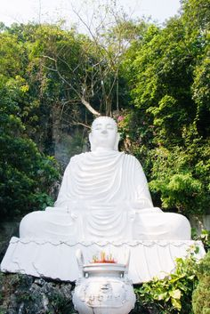Huge marble buddha in Marble Mountain, Vietnam. Read the FULL guide on thehappyjetlagger.com!