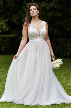 Which wedding dress for chubby ones? Which wedding dress for chubby ones? Plus Wedding Dresses, Designer Wedding Dresses, Wedding Dress Styles, Bridal Dresses, Elegant Dresses, Sexy Dresses, Summer Dresses, Wedding Dresses For Curvy Women, Formal Dresses