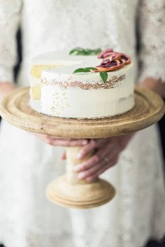A semi-naked cake topped with slices of blood oranges, greenery, and a subtle trail of gold flecks| Citrus Fruits & Summery Vibes -Bridal Shower Ideas|Photographer: Loblee Photography