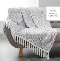 Svetlo sivá deka s motívom vločiek Decor Interior Design, Interior Design Living Room, Duvet Cover Sets, Sweet Home, New Homes, House Design, Blanket, Bedroom, Color