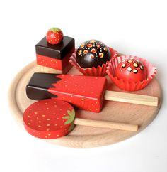 sada dortíků ze dřeva-jahodová