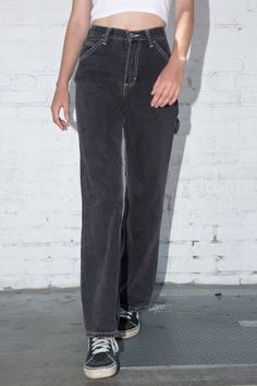 High-rise relaxed fit faded black denim jeans with button and zipper closure, 6 pockets and hammer loop detail. Brandy Melville Jeans, Brandy Melville Outfits, Black Mom Jeans, High Jeans, 90s Jeans, Outfit Jeans, Jean Outfits, Cute Outfits, Fashion Outfits