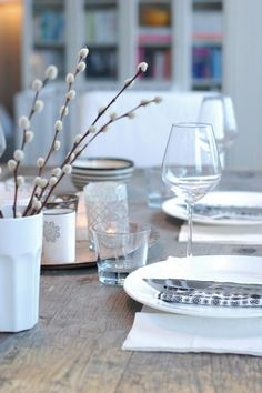 Cecilies Lykke: januar 2012 - New Ideas Used Iphone, Happiness, A Table, Glass Vase, January, Table Settings, Table Decorations, Creative, Happy