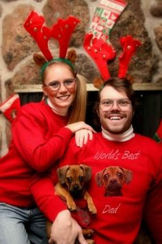 No one's immune to bad, awkward family Christmas photos! Here's more of the creepiest, funniest, awkward family Christmas photos and holiday cards ever! Awkward Family Photos Christmas, Family Christmas Cards, Funny Christmas Cards, Christmas Dog, Xmas Cards, Christmas Sweaters, Christmas Ecards, Merry Christmas, Family Holiday