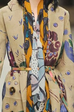 STAMPE, PATTERNS, LAVORAZIONI ED EFFETTI DI SUPERFICIE DALLA SETTIMANA DELLA MODA DI LONDRA (COLLEZIONI DONNA A/I 14/15) / 1 Dalle sfilate moda donna di Londra, bellissimi dettagli e ispirazioni. Burberry Prorsum