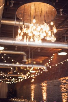 Decor - warehouse chic, exposed light bulbs