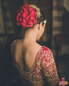 indian wedding hair Hairdo from the wedding day! Using Roses for my bridal hair do was top on my list. Bridal Hairstyle Indian Wedding, Bridal Hair Buns, Bridal Hairdo, Indian Wedding Hairstyles, Bride Hairstyles, Hairdo Wedding, Desi Wedding, Girls Hairdos, Bridal Hair Inspiration