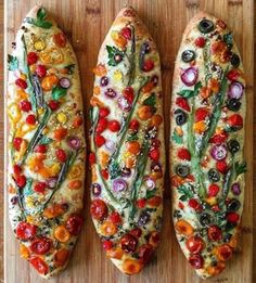 For some, sourdough is the baking king of social media. For others, there are these beautifully decorated focaccia, dotted with vegetables. Raw Vegetables, Veggies, Art Du Pain, Comida Picnic, Bread Art, Rye Bread, Bread Rolls, Focaccia Bread Recipe, Vegan Recipes