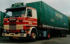 Scania R112M 4x2 met huifoplegger van Kazemier in Aduard