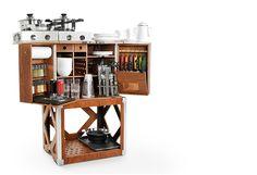 CAMP CHAMP BOX. Una caixa de fusta que amaga una cuina completament equipada.