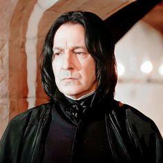 Harry Potter Severus Snape, Alan Rickman Severus Snape, Soft Wallpaper, Harry Potter Characters, Pink Aesthetic, Jon Snow, Professor, Baby, Jhon Snow