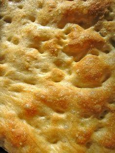 Una ricetta fatta con ingredienti semplici condita con olio e sale grosso. Gustatela all'ora dell'aperitivo da sola o per accompagnare salumi e formaggi.