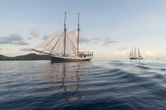 In den Sommerferien mit Silhouette Cruises auf Segel-Kreuzfahrt durch die Inselwelt der Seychellen An Bord der 100-jährigen »Sea Pearl« reist ein Kind unter 12 Jahren kostenfrei in der Kabine der E…
