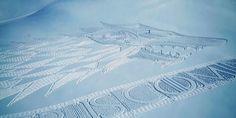 Game Of Thrones : L'artiste Simon Beck réalise une emblème géante de la maison Stark dans les alpes