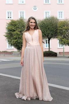 68b20a779b3d Pudrové plesové šaty - dlouhé šaty - maturitní šaty www.svatebninella.cz  rose dress