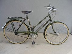 """old three-speed gallery: """"Beatrice,"""" a 1967 Raleigh Superbe Raleigh Bicycle, Raleigh Bikes, Beach Cruiser Bikes, Cruiser Bicycle, Look Bicycles, Bicicletas Raleigh, Peugeot, Bicycle Rims, Retro Bike"""
