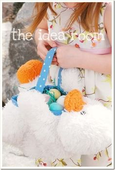 #DIY stuffed animal Easter basket from the @Jodi De Jong Room DIY Easter Baskets