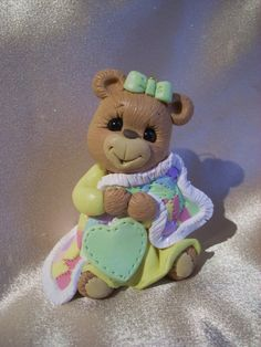 Teddy bear cake topper that can be used as an ornament...love it!