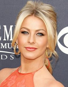 Julianne Hough-love the hair and makeup Pretty Eyes, Beautiful Eyes, Julianna Hough, Julianne Hough Short Hair, Gorgeous Blonde, Blonde Women, Great Hair, Hot Blondes, Hair Beauty