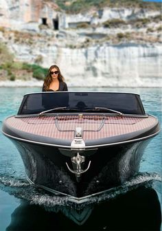 Riva Yacht - - is the smallest boat in the Riva range. Wooden Boat Building, Wooden Boat Plans, Boat Building Plans, Yacht Design, Boat Design, Design Suites, Speed Boats, Power Boats, Riva Boot