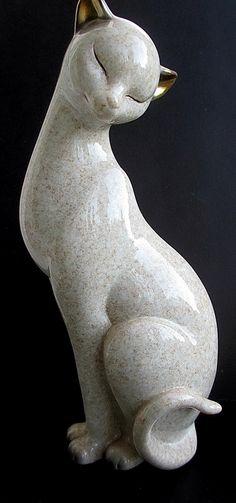 Shudhill Siamese cat figurine elegant proud cream with gilded ears/ eyes