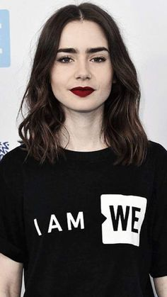 Pin by Anastasia Kuznetsova on О in 2019 Lily Collins Hair, Lilly Collins Makeup, Lily Collins Eyebrows, Love Lily, Grunge Hair, Girl Crushes, Pretty People, Hair Inspiration, Makeup Looks