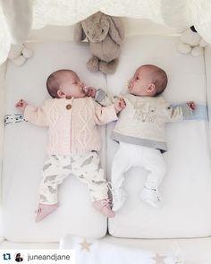 Coup de  Instagram du jour !   #Repost @juneandjane with @repostapp. ・・・ Il fait froid aujourd'hui ! Petites tenues hivernales sont de mises ✨ #elisajuneandlouisejane #babylook EDIT : Elisa (à gauche) porte un gilet vertbaudet, un pantalon zara mini, des derbies natalys // Louise (à droite) porte un sweat zara mini, un legging H&M, des derbies bout' chou #zara #boutchou #vertbaudet #hm #natalys