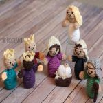 Christmas Nativity from The Cookie Snob – This adorable crochet Nativity scene is sure to become a family favorite. Post includes links to FREE patterns to make your own! Christmas Tree Village, Christmas Nativity Set, Christmas Makes, Christmas Ornaments, Crochet Gifts, Crochet Toys, Free Crochet, Amigurumi Patterns, Crochet Patterns