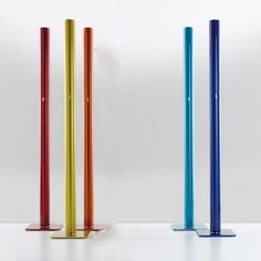 With simple geometry, stripped of all formal digressions and reduced to its basics, the Ilio Floor Lamp draws attention through saturated color. http://www.ylighting.com/artemide-ilio-floor-lamp.html