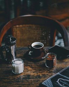 Image shared by Nιɢнт Cʀᴏᴡ. Find images and videos about sweet, chocolate and coffee on We Heart It - the app to get lost in what you love. Coffee Geek, Coffee Is Life, I Love Coffee, Coffee Shop, Coffee Lovers, Chemex Coffee, Coffee Cups, Blended Coffee Drinks, Homemade Iced Coffee