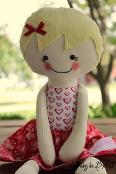 I just GOT to learn how to sew!!!  Love these dolls :)