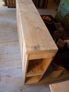 DIY Headboards - Build a Pallet Headboard - Pallet Wood Tutorial Diy Pallet Sofa, Diy Pallet Furniture, Diy Pallet Projects, Pallet Ideas, Headboard With Shelves, Wood Headboard, Headboard Ideas, Wooden Pallets, Wooden Diy