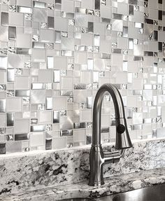 (Glass backsplash tile) Modern to traditional glass mosaic backsplash tiles. Easy to clean & maintanence glass tiles for kitchen & bahtoom project Metal Tile Backsplash, Glass Backsplash Kitchen, Backsplash With Dark Cabinets, Granite Countertop, Dark Counters, Kitch Backsplash Ideas, Tiles For Kitchen, Vanity Backsplash, Subway Backsplash