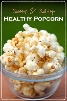 Sweet and Salty Healthy Popcorn Recipe - Whole Lifestyle Nutrition Healthy Work Snacks, Healthy Treats, Healthy Foods To Eat, Yummy Snacks, Healthy Eating, Clean Eating, Yummy Food, Whole Food Recipes, Snack Recipes