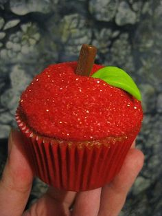 apple :) cute lil cupcake decoration these would be awesome for a Snow White birthday party, or to give to teachers as a gift.. Who wants actual apples when you can have and apple shaped cupcake ??