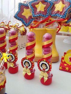 lembrancinha festa mulher maravilha Wonder Woman Birthday, Wonder Woman Party, Hero Girl, Ideas Para Fiestas, Superhero Party, Supergirl, Birthday Decorations, Wonder Women, Biscuit