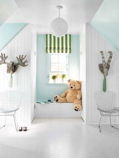 Fresh Das Kinderzimmer besitzt eine Sitzbank am Fenster