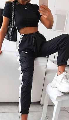 cute outfits for school ; cute outfits with leggings ; cute outfits for women ; cute outfits for school for highschool ; cute outfits for spring ; cute outfits for winter Teen Fashion Outfits, Retro Outfits, Look Fashion, Sporty Fashion, Nike Fashion Outfit, Fashion Ideas, Sporty Chic, Hijab Fashion, Preteen Fashion