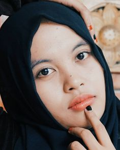 "37 Suka, 5 Komentar - Swastikha Maulidya Mulyana (@child_smurf) di Instagram: ""Touch of Woman  In frame @kusumaagustin . . . .  #photography #potrait #woman #hijabers…"""